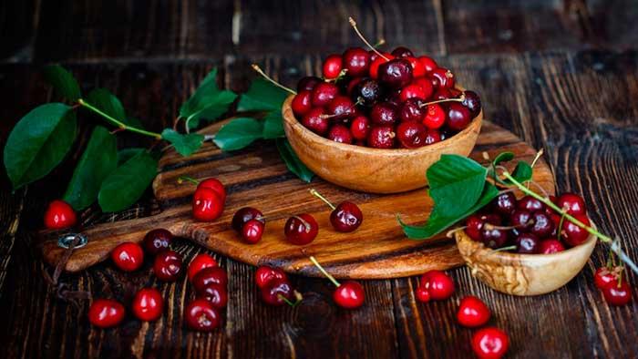Вишня - польза и вред для здоровья женщин и мужчин, сок, применение листьев
