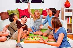 Почему с ребенком так важно играть?