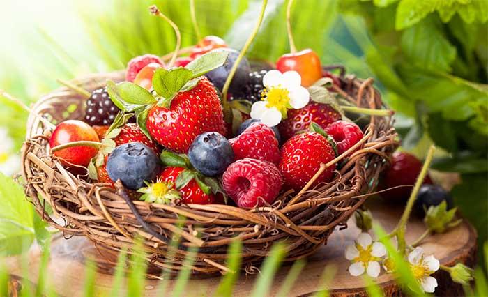 Питательные маски из ягод для ухода за кожей лица